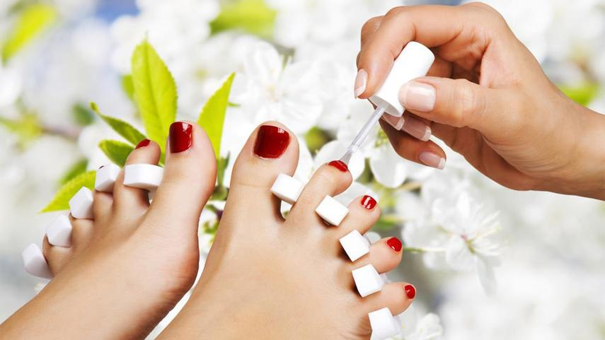 Polish Change Versus Pedicure – What is the difference, and which is better?