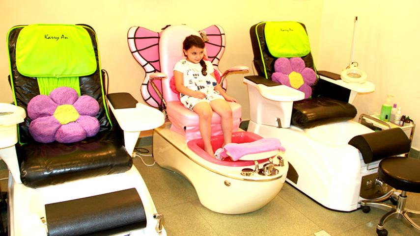 6 Tips on Saving Time on your Next Visit to a Nail Salon with Kids Pedicure Chairs